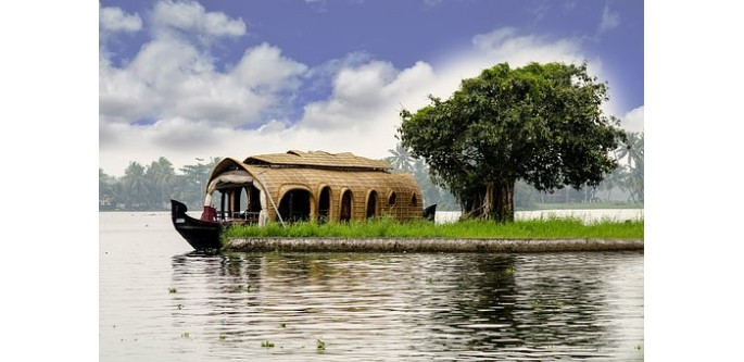 Golden-Triangle-Tour-with-Kerala-Backwaters